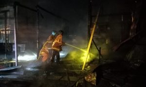 Rumah Kosong Terbakar di Singa Geweh Sangatta Selatan